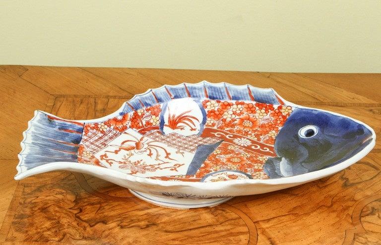 A japanese imari large fish form serving platter circa for Fish serving platter