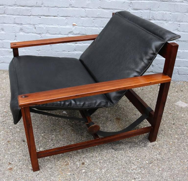 Pair of 1960s Brazilian Jacaranda Wood Reclining Lounge Chairs in Black Leather For Sale 1