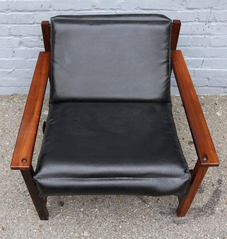 Pair of 1960s Brazilian Jacaranda Wood Reclining Lounge Chairs in Black Leather For Sale 2