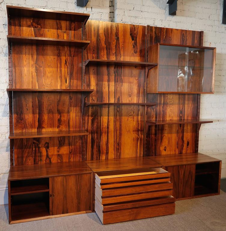 1960s Adjustable Brazilian Jacaranda Wood Shelving Unit In Good Condition For Sale In Los Angeles, CA