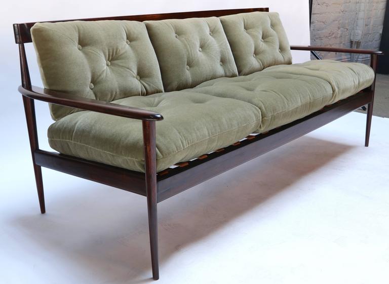 Rino Levi 1960s Brazilian Jacaranda Wood Sofa in Green Mohair For Sale 1