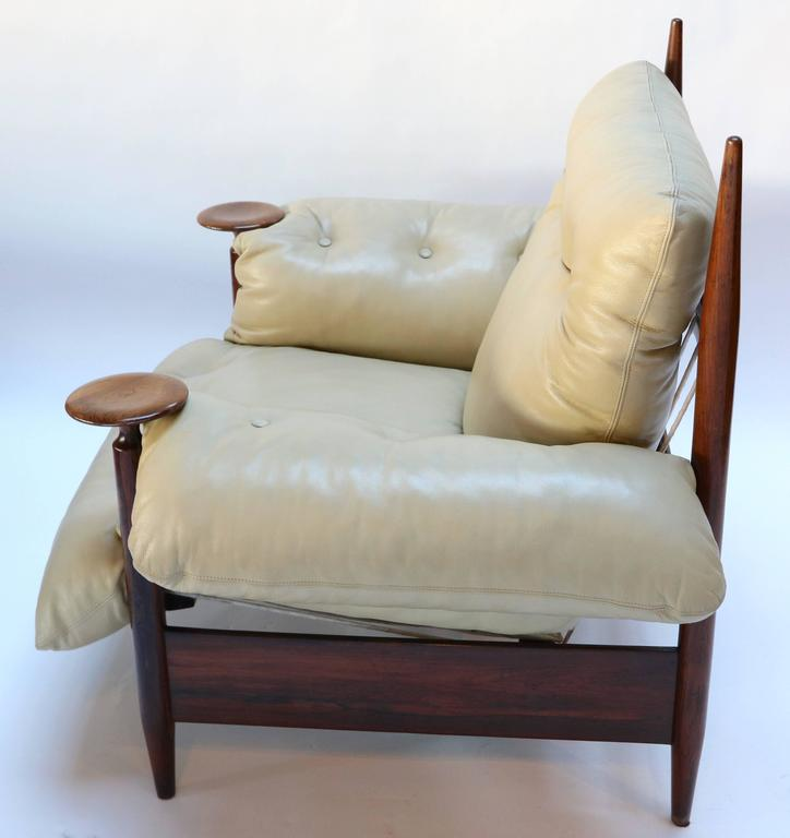 Pair of 1960s Brazilian Jacaranda Armchairs by M. L. Magalhães in Beige Leather In Good Condition For Sale In Los Angeles, CA