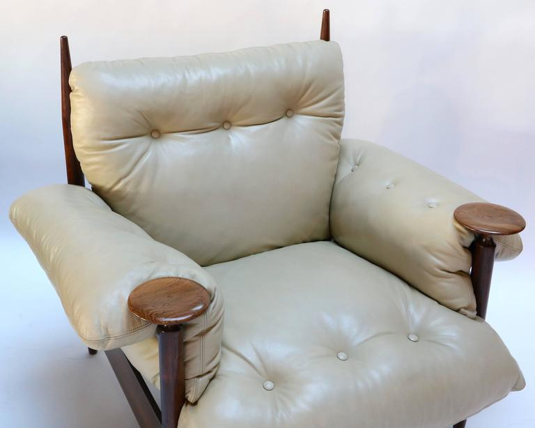 Mid-20th Century Pair of 1960s Brazilian Jacaranda Armchairs by M. L. Magalhães in Beige Leather For Sale