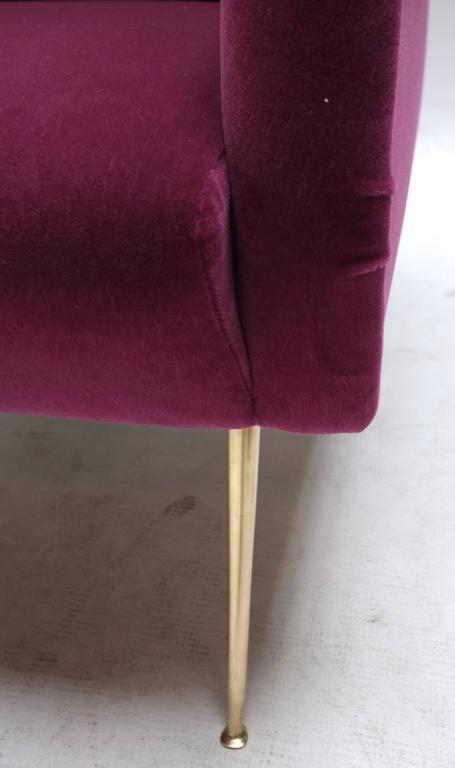 Pair of Custom 1960s Italian Style Armchairs in Fuchsia Mohair In Excellent Condition For Sale In Los Angeles, CA