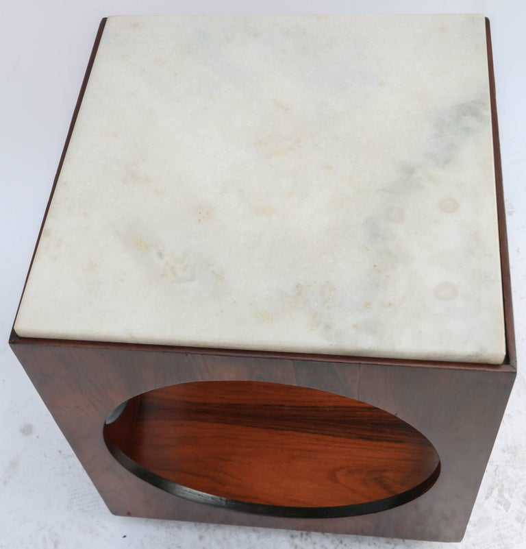 Pair of Novo Rumo Brazilian 1960s Jacaranda Wood Side Tables with Marble Tops In Good Condition For Sale In Los Angeles, CA