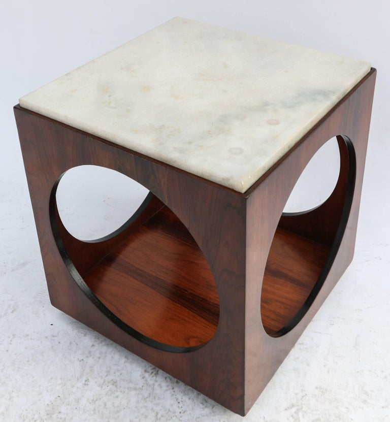 Pair of 1960s side tables by Novo Rumo in brown Brazilian jacaranda wood with white marble tops.