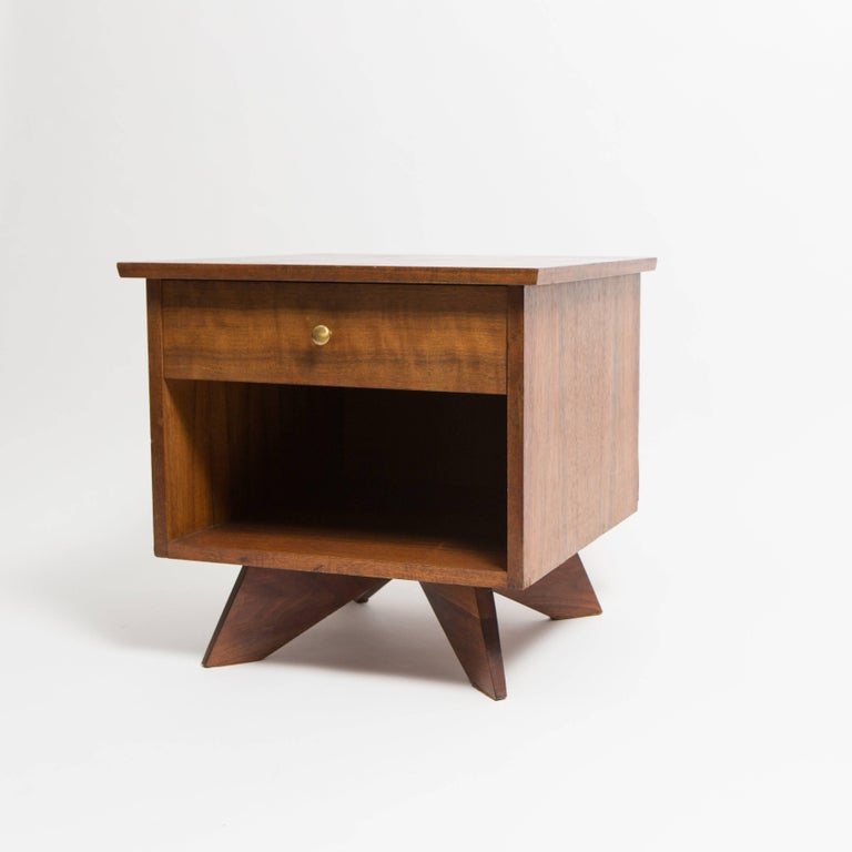 Pair of George Nakashima Walnut Bedside Tables, Mfg. Widdicomb In Good Condition For Sale In New York, NY