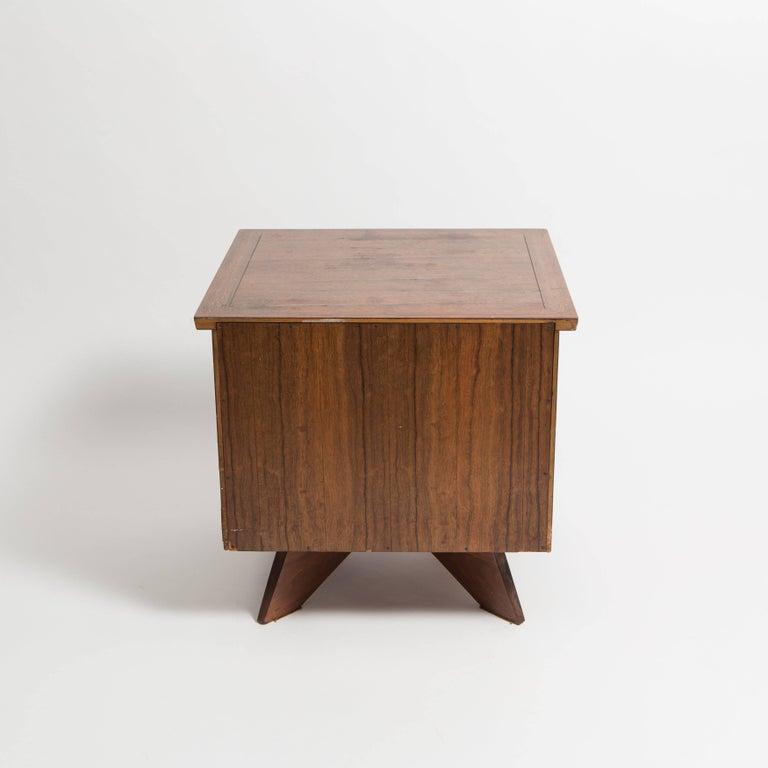 Pair of George Nakashima Walnut Bedside Tables, Mfg. Widdicomb For Sale 3