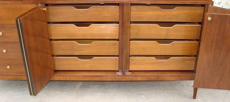 Mid-Century Modern Superb Paul McCobb Dresser for Calvin For Sale
