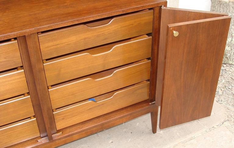American Superb Paul McCobb Dresser for Calvin For Sale