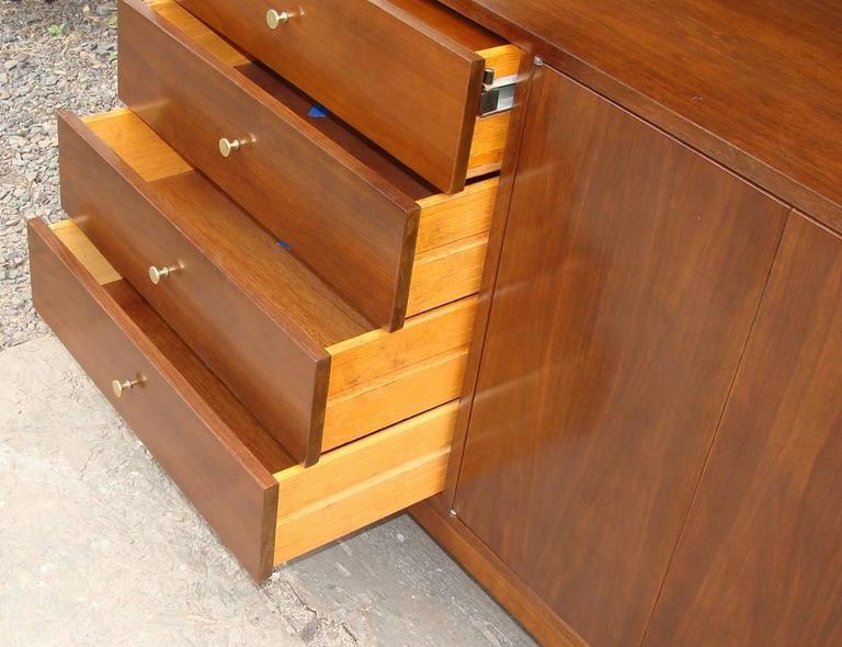 Superb Paul McCobb Dresser for Calvin In Excellent Condition For Sale In Lambertville, NJ