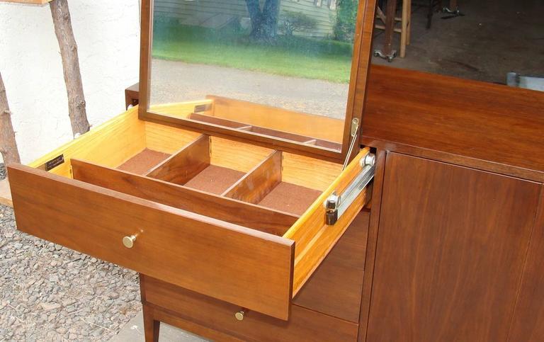 20th Century Superb Paul McCobb Dresser for Calvin For Sale
