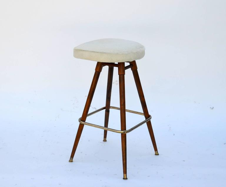 Set of Three Swiveling White Hide Bar Stools at 1stdibs : DSC0023l from www.1stdibs.com size 768 x 636 jpeg 20kB