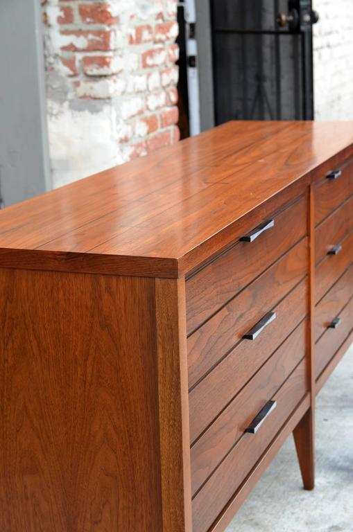 Mid-Century Modern Pristine Polished Walnut Dresser by Lane For Sale