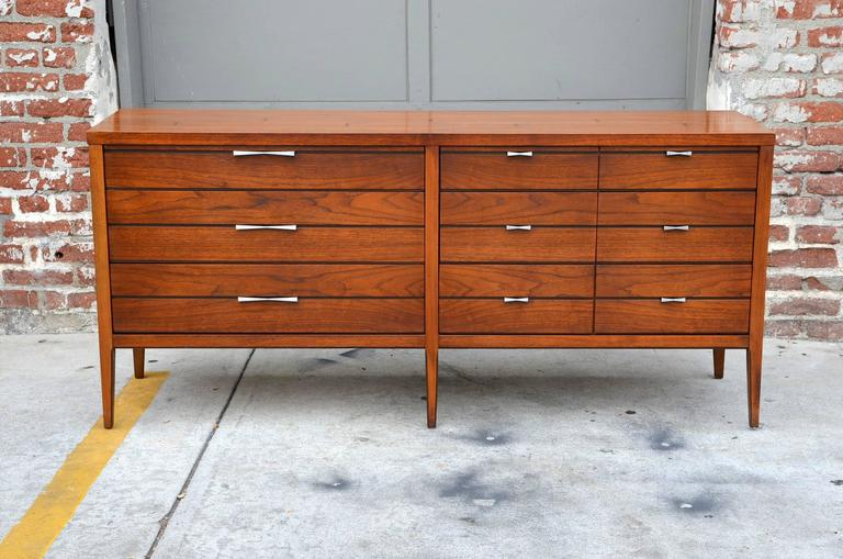 Mid-20th Century Pristine Polished Walnut Dresser by Lane For Sale