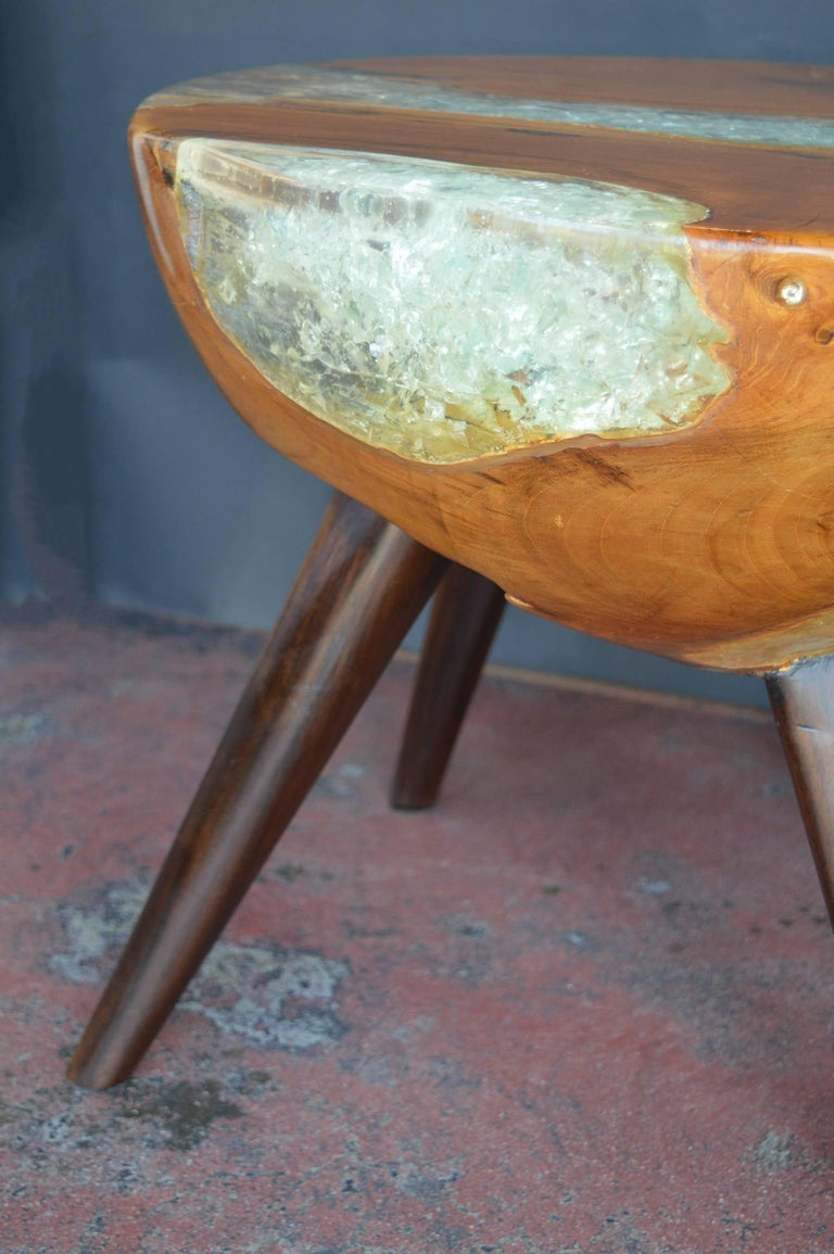 Pair of Wood and Resin Side Tables In Excellent Condition For Sale In Los Angeles, CA