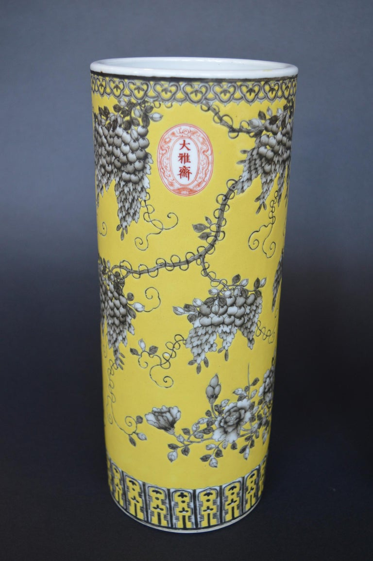 Chinese Pair of Dayazhai Yellow-Ground Grisaille-Decorated Vases For Sale