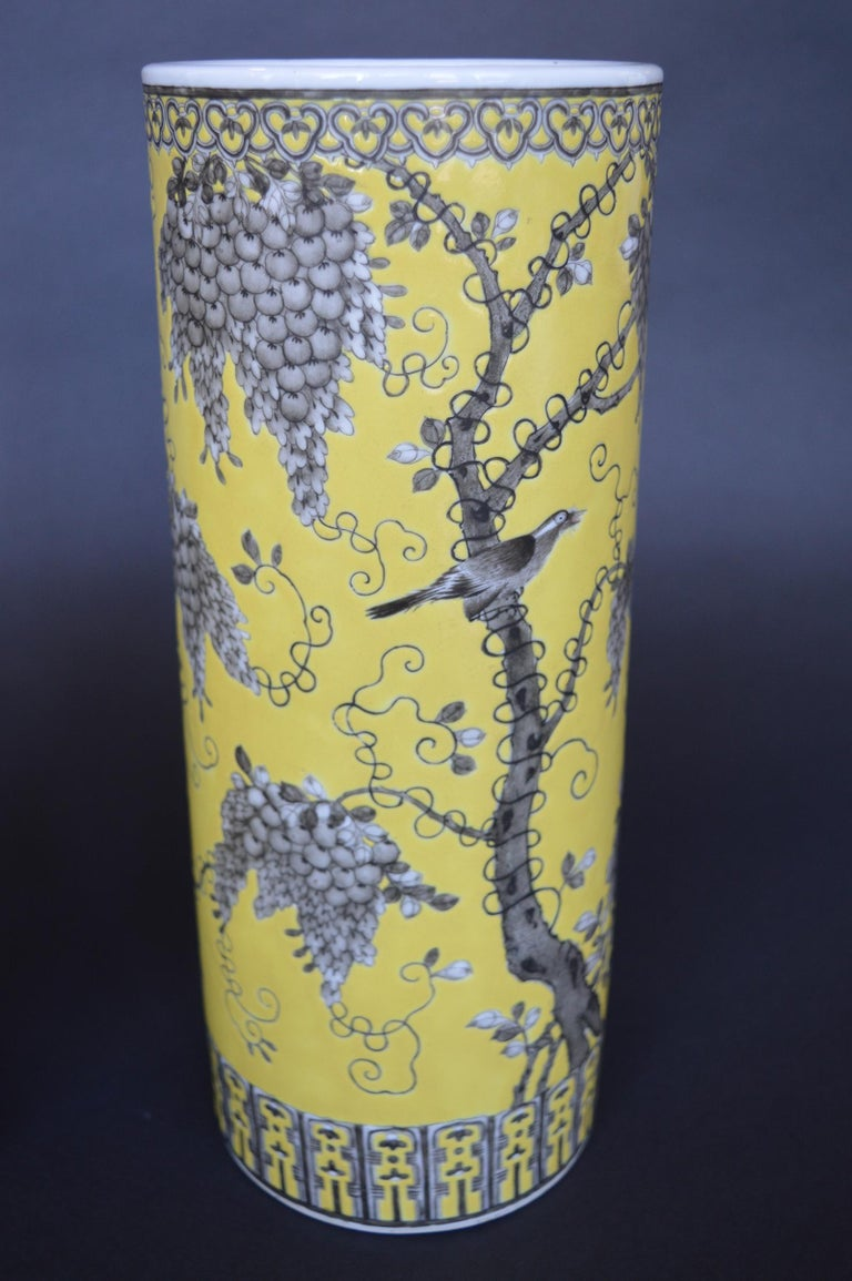 Pair of Dayazhai Yellow-Ground Grisaille-Decorated Vases For Sale 1
