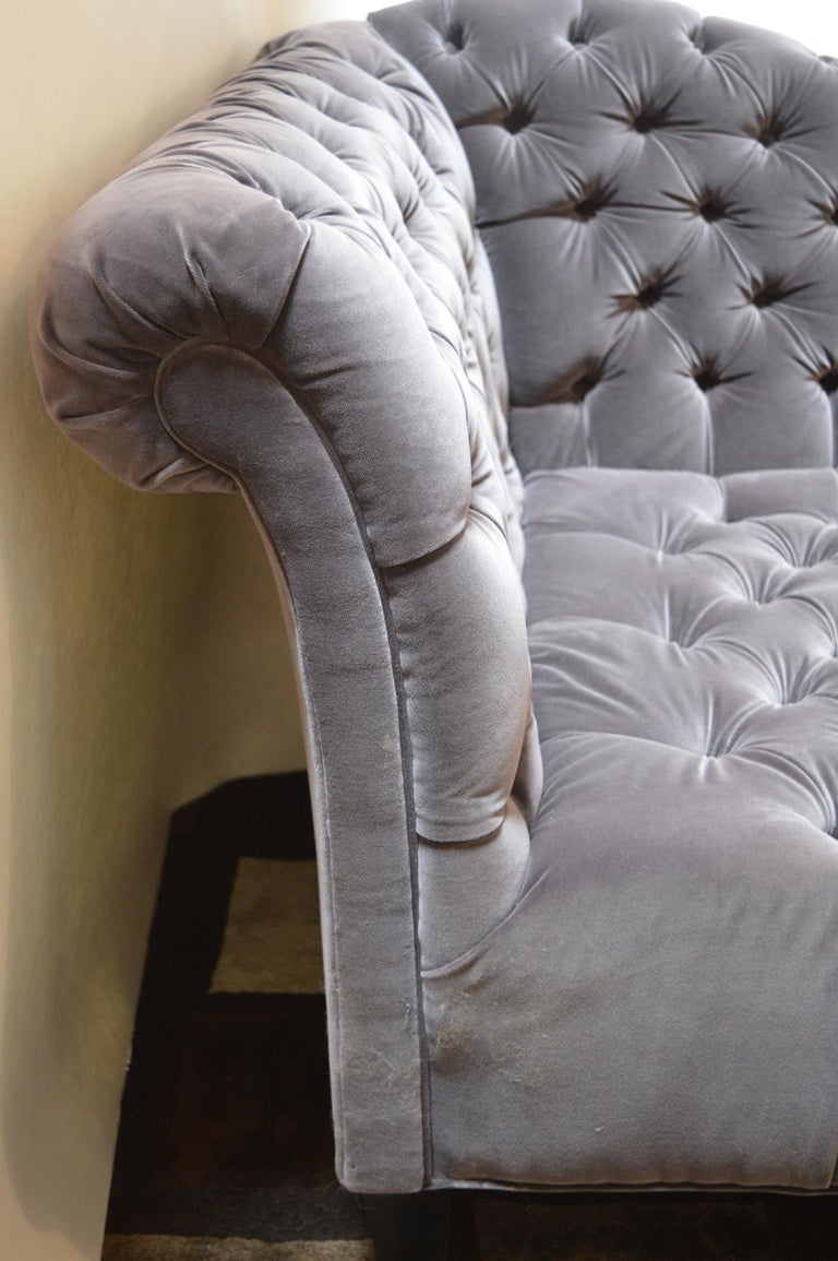 Hollywood Regency Tufted Velvet Chaise Longue For Sale