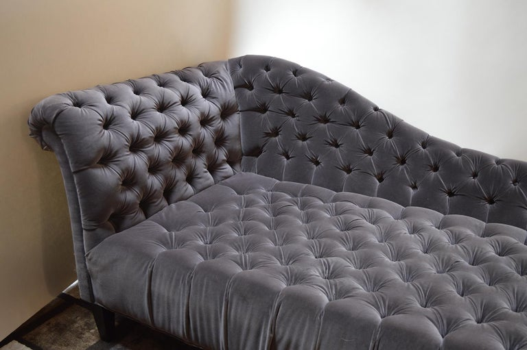 Tufted Velvet Chaise Longue For Sale 1