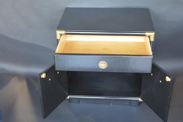 Mid-20th Century Pair of Hollywood Regency 1940s-1950s Nightstands For Sale
