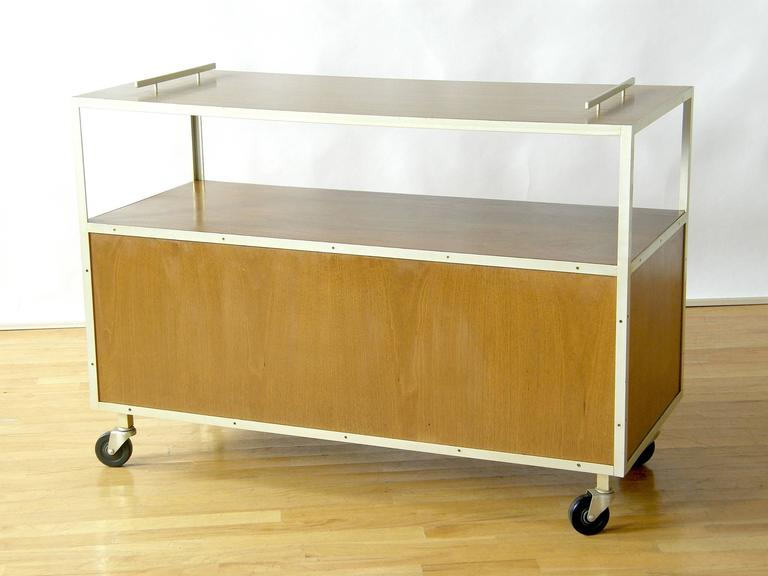 1950s Serving Cart In Good Condition For Sale In Chicago, IL