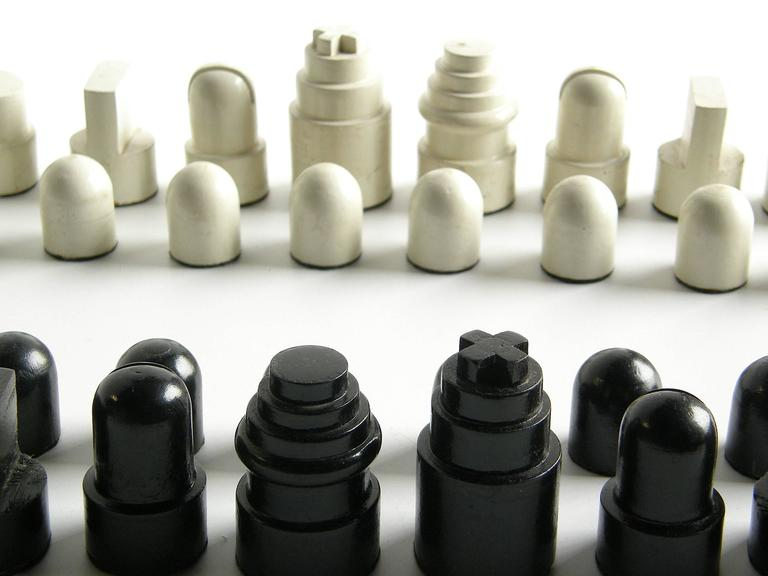 Allan Calhamer Chess Set 6