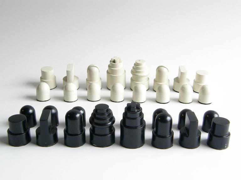 Allan Calhamer Chess Set 5