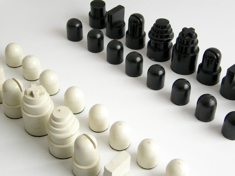 Allan Calhamer Chess Set 7