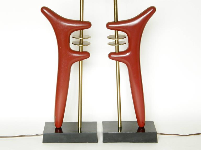 Pair of Sculptural Brass and Enameled Metal Table Lamps In Good Condition For Sale In Chicago, IL