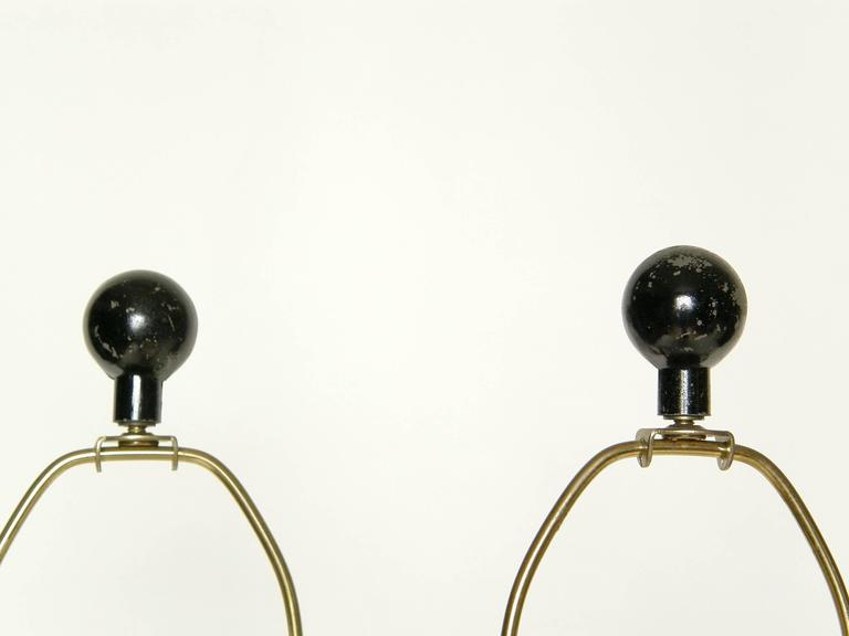Mid-20th Century Pair of Sculptural Brass and Enameled Metal Table Lamps For Sale