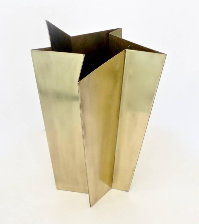 Italian Star Form Brass Vase by Tommaso Salocchi, Studio Salocchi For Sale 1