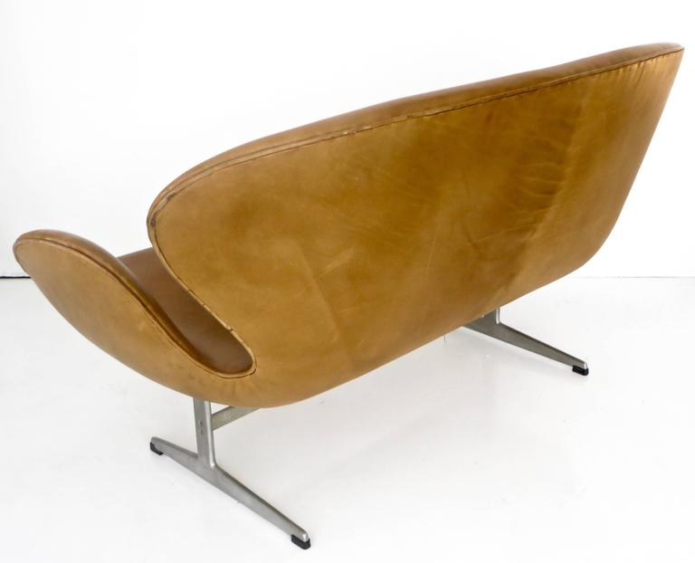 Arne Jacobsen Swan Settee or Sofa Model 3321, Denmark, 1958 2