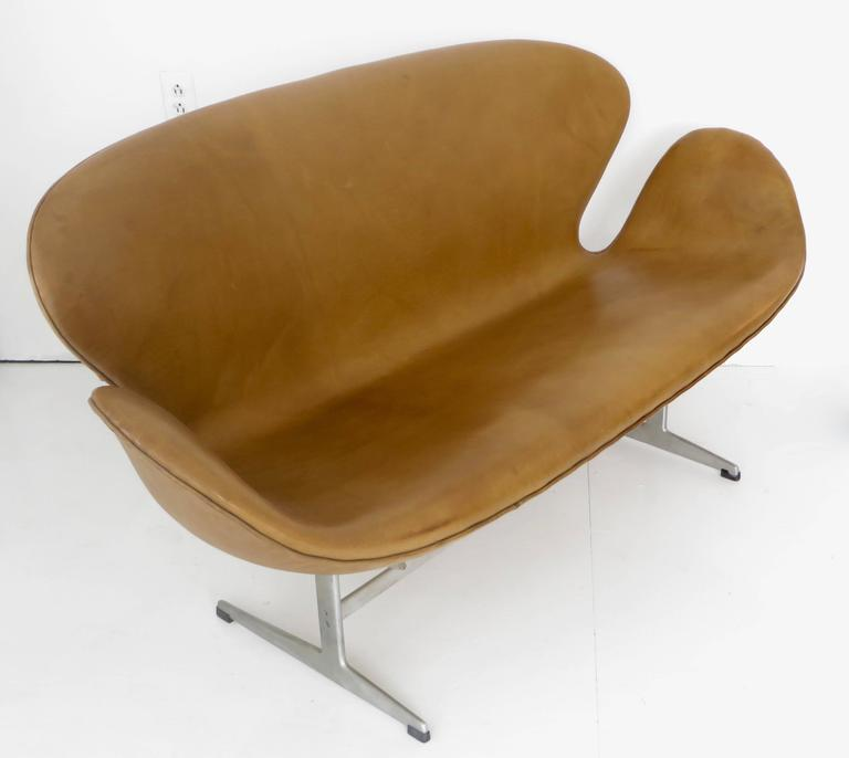 Arne Jacobsen Swan Settee or Sofa Model 3321, Denmark, 1958 3