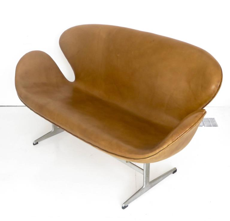 Arne Jacobsen Swan Settee or Sofa Model 3321, Denmark, 1958 4