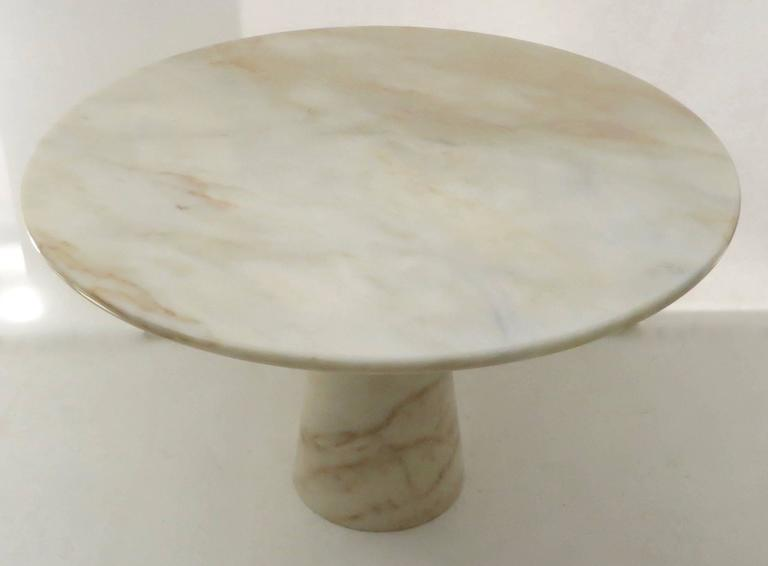 Mid-Century Modern Vintage Italian Round Onyx Dining or Centre Table in Warm Tones of Cream For Sale