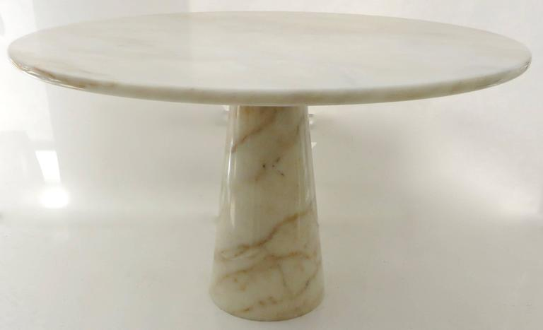 An Italian cream round onyx dining or centre table. The cream onyx has lovely golden veining with touches of caramel and brown. The top has been re polished and honed to remove any scratches and is sealed as well as the pedestal base. The top is