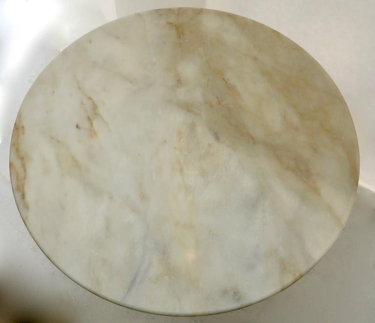 Vintage Italian Round Onyx Dining or Centre Table in Warm Tones of Cream For Sale 2