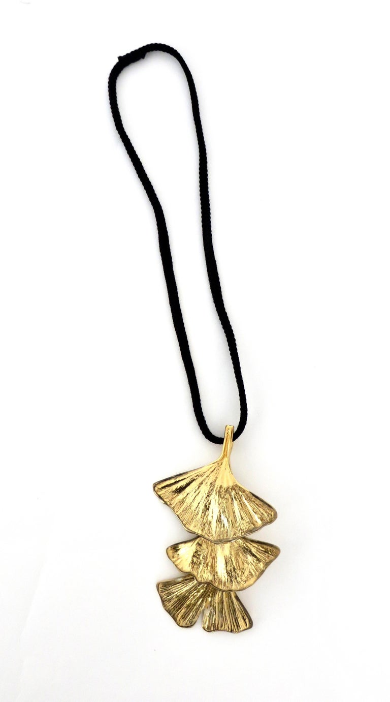 Paul Oudet signed for Claude de Muzac gilded bronze handmade Ginko necklace. Paul Oudet created rare jewelry and objects for the Galerie Grotte of Claude de Muzac, Paris, circa 1970. Each Ginko leave is handmade and has a movement making it almost
