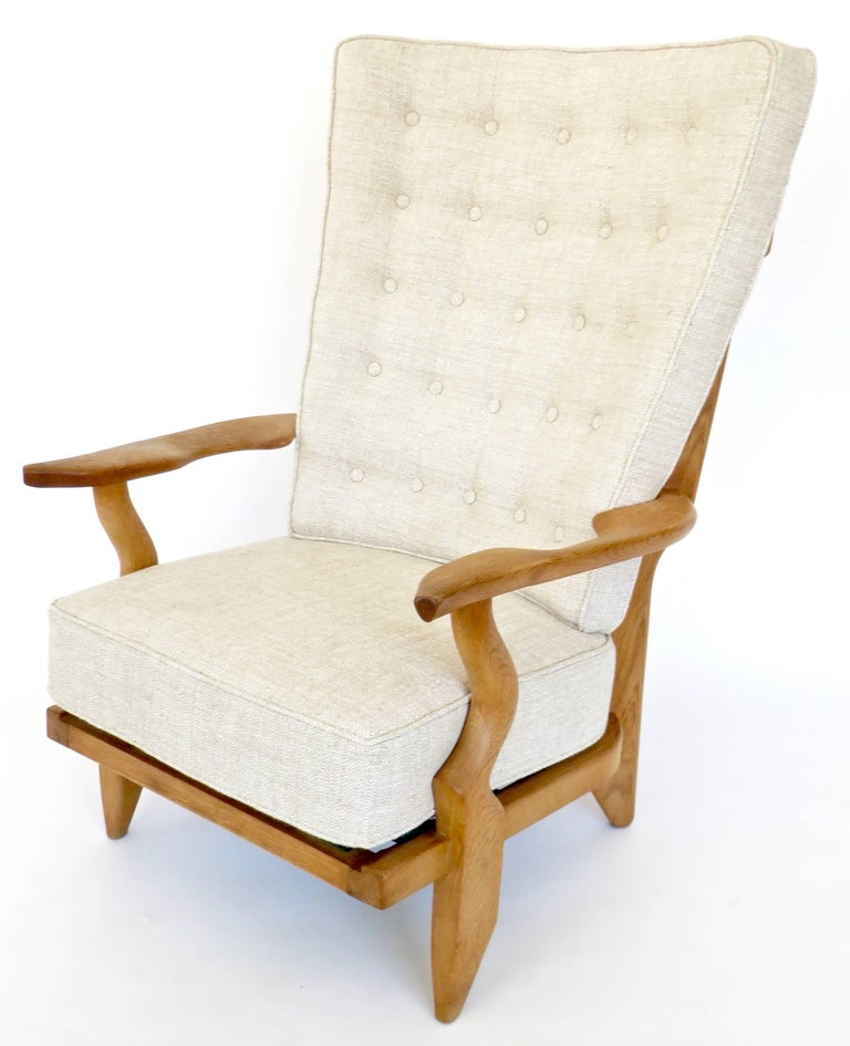 Guillerme et Chambron Votre Maison Pair of French Grand Repos Lounge Chairs In Excellent Condition For Sale In Chicago, IL