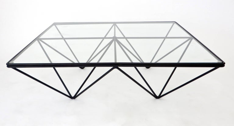 The Alanda low coffee table by Paolo Piva was edition by B&B, Italia, circa 1980. Welded enameled double steel rods with a glass top. 