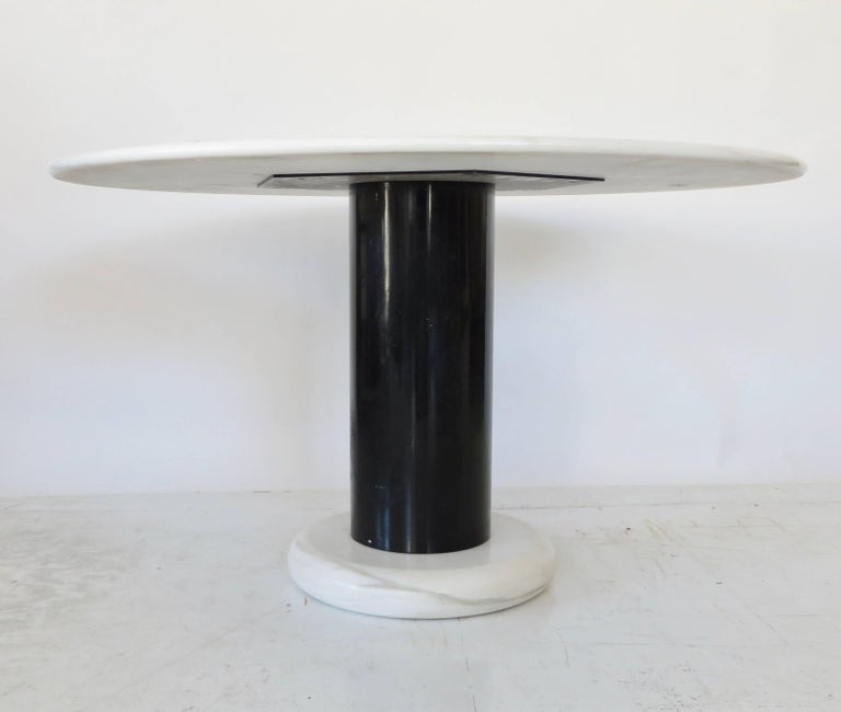 Ettore Sottsass White and Black Round Marble Dining Table Lotorosso Polotronova In Excellent Condition For Sale In Chicago, IL