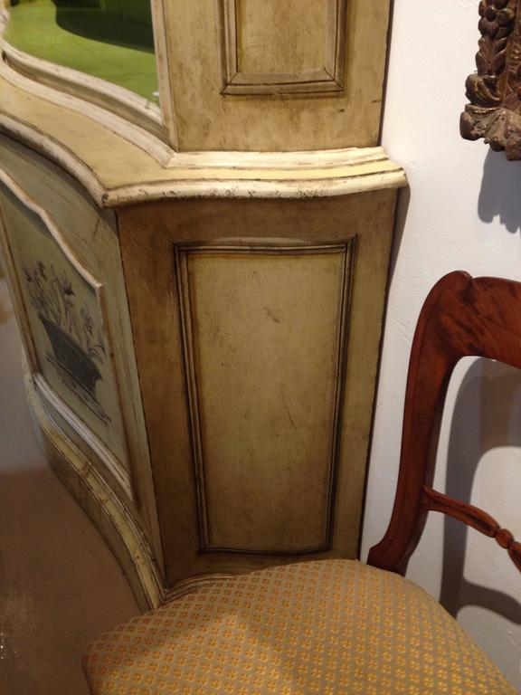 Elegant 19th Century Italian Neoclassical Painted Bookcase In Excellent Condition For Sale In Buchanan, MI
