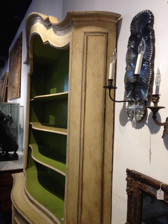 Elegant 19th Century Italian Neoclassical Painted Bookcase For Sale 1