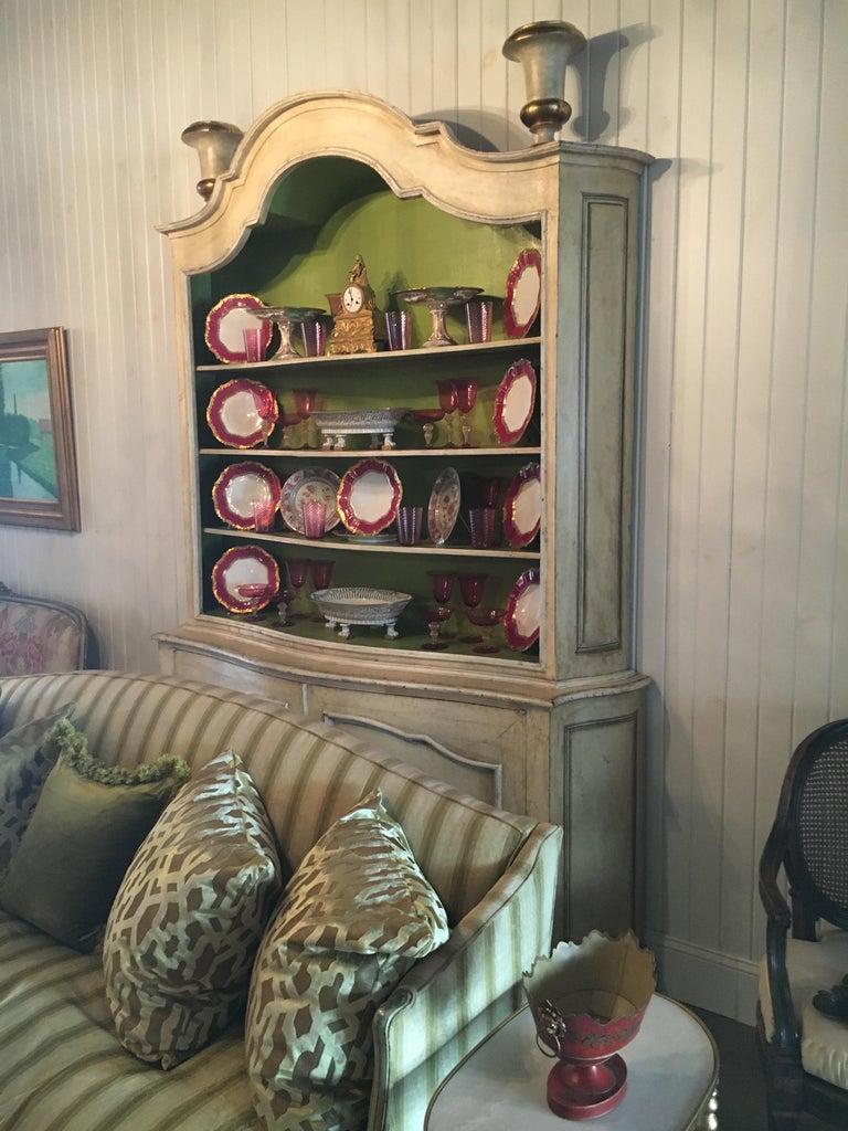 Elegant 19th Century Italian Neoclassical Painted Bookcase For Sale 4