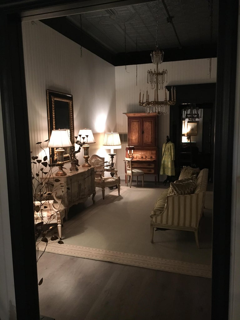 Elegant 19th Century Italian Neoclassical Painted Bookcase For Sale 7