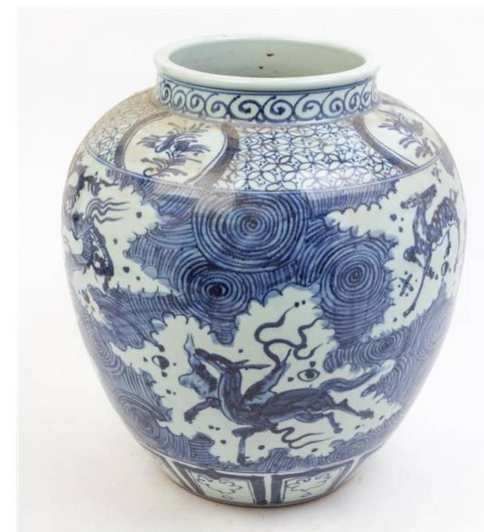 Asian Large Collection Of Chinese Export Blue and White of Large Scale For Sale
