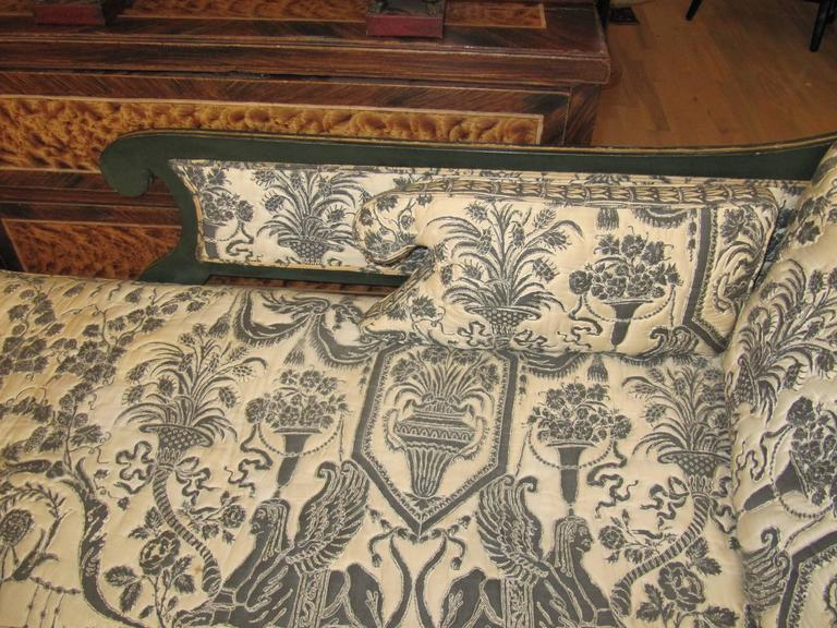 Charming Early 19th Century Regency Chaise Longues with Painted Decoration In Excellent Condition For Sale In Buchanan, MI