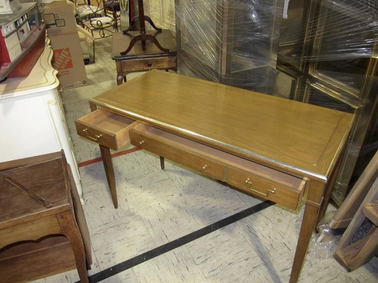 Very Chic Mid-Century Mahogany and Brass Inlayed Writing Table In Excellent Condition For Sale In Buchanan, MI