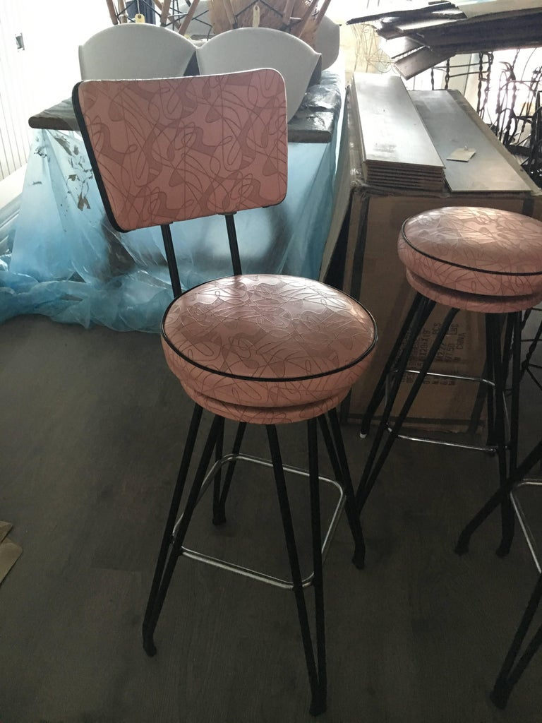 Set of Three Kitch Mid-Century Bar Stools with Pink Upholstery, Black Piping 3